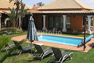 Villa con piscina climatizada, wifi, a 1km playa  Fuerteventura