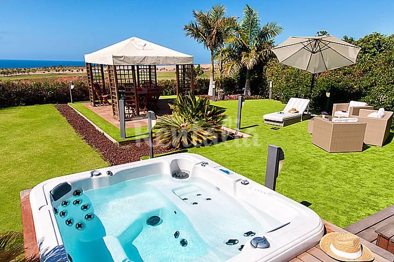 Villa para 8 personas con piscina las meloneras san - Villas en gran canaria con piscina ...
