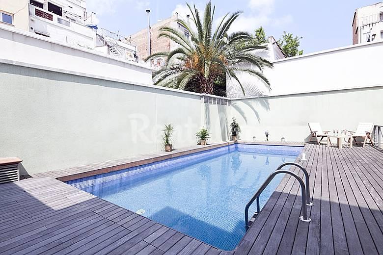 Apartamento con terraza privada y piscina barcelona for Piscinas y terrazas ideales
