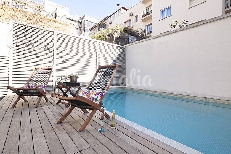 Moderno duplex con jard n privado y piscina barcelona for Piscina publica barcelona