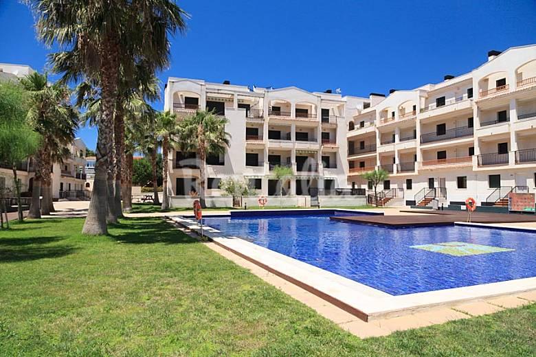 Bonito apartamento con jard n privado miami playa miami for Apartamentos jardin playa larga tarragona