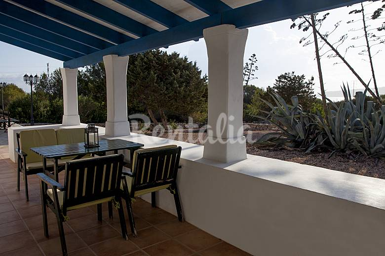 House for rent only 500 meters from the beach formentera for Terrace house new season