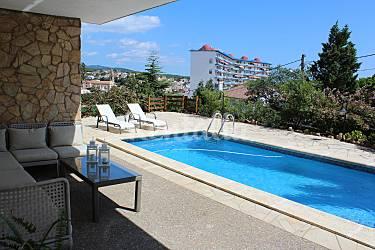Villa avec vues spectaculaires et piscine priv e canet for Villa barcelone avec piscine