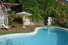 Casa de campo acolhedora junto ao rio, com piscina Viseu
