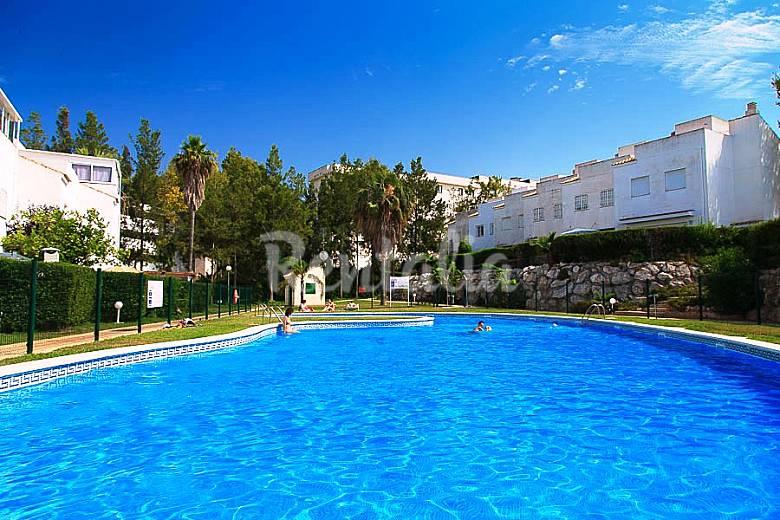 Bonita casa de verano con piscina en salou salou for Casa de verano con piscina