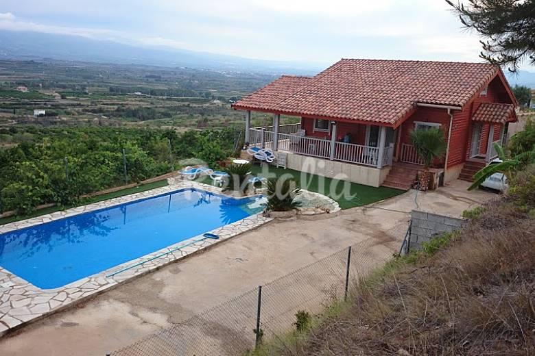 Villa para 4 personas con piscina llutxent valencia for Piscinas publicas valencia