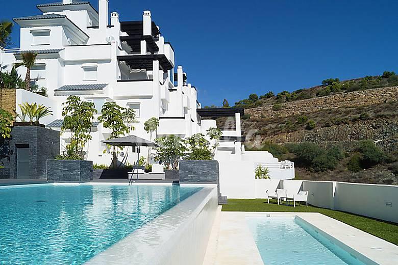 Apartamento en alquiler con piscina igualeja m laga for Piscina publica malaga