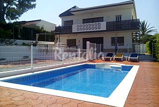 Villa for 10/13 people with swimming pool ( beach ) Tarragona
