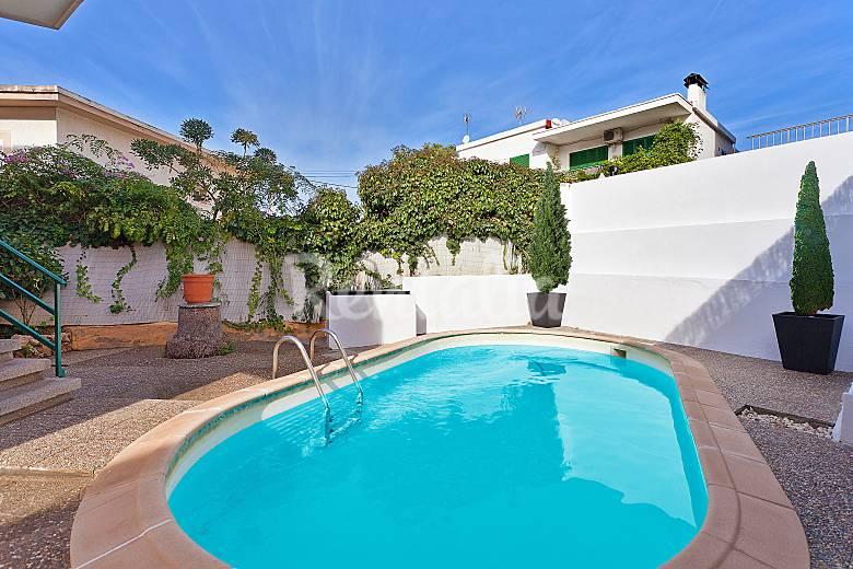 Villa con piscina a 300 m de la playa s 39 arenal palma for Piscina palma de mallorca