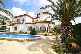 Villa with 4 bedrooms only 1300 meters from the beach Tarragona