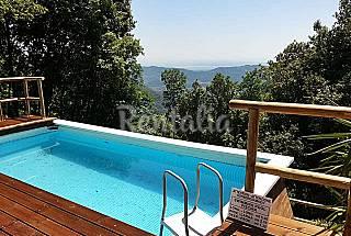 In collina, rustico vista mare con piscina.  Lucca