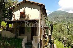 Villetta singola sulle colline di Camaiore. Lucca