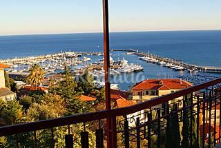 Apartamento para 5-6 personas a 500 m de la playa Imperia