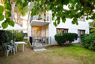 5 Apartamentos con parking a 300 m de la playa. Girona/Gerona