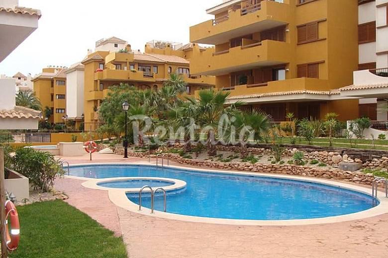 Alquiler vacaciones apartamentos y casas rurales en for Piscina los alcazares