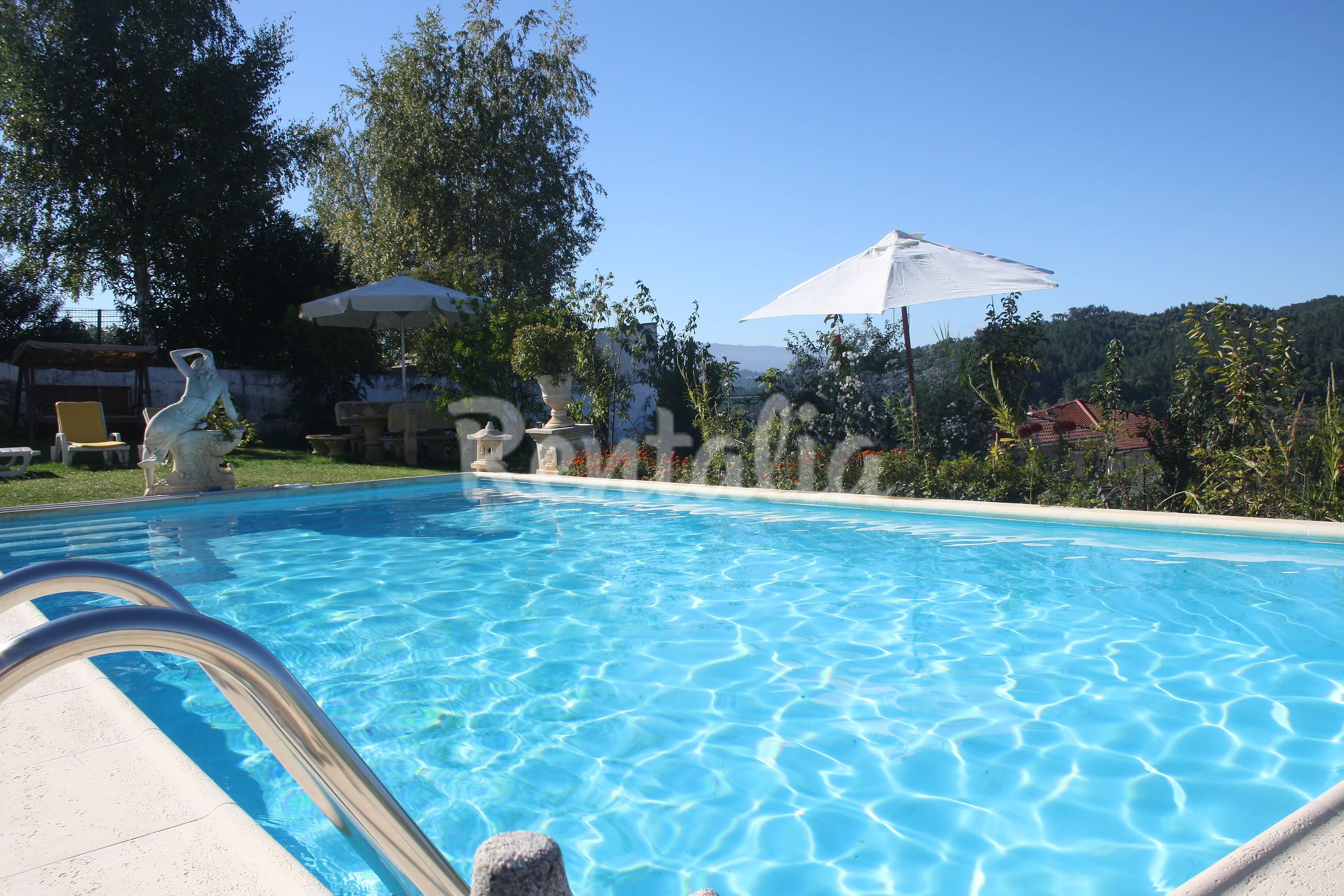 Casa para 8 10 personas con piscina chapa amarante for Piscinas oporto