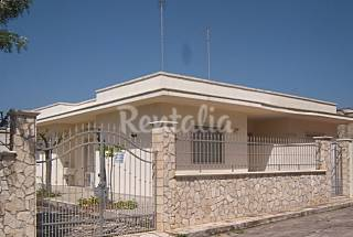 Villa with 3 bedrooms only 100 meters from the beach Lecce