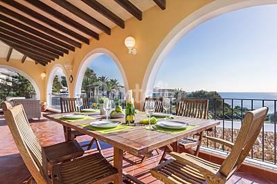 Villa en alquiler en 1a línea de playa Menorca