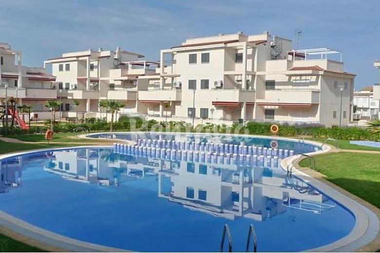 Apartamentos en alcoceber con piscina garaje padel for Garaje castellon
