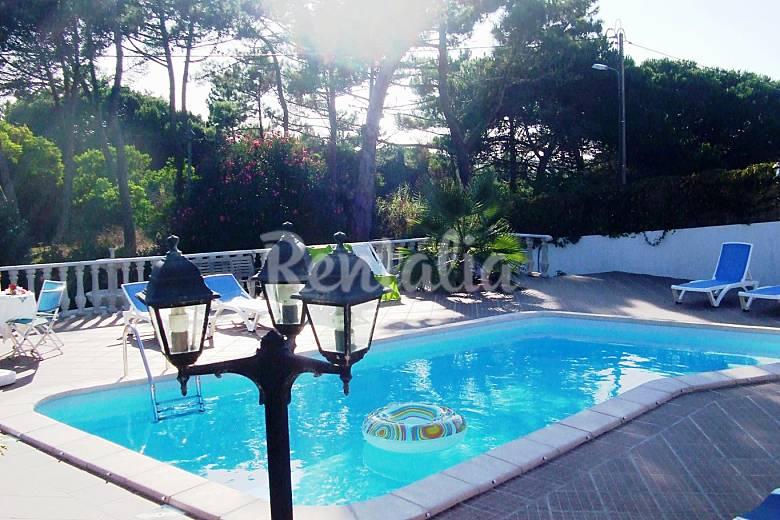 Casa con jard n y piscina en la praia das ma s colares for Casas de campo con jardin y piscina