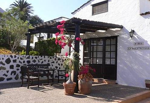 1 House and 2 apartments for rent 7 km from the beach Lanzarote