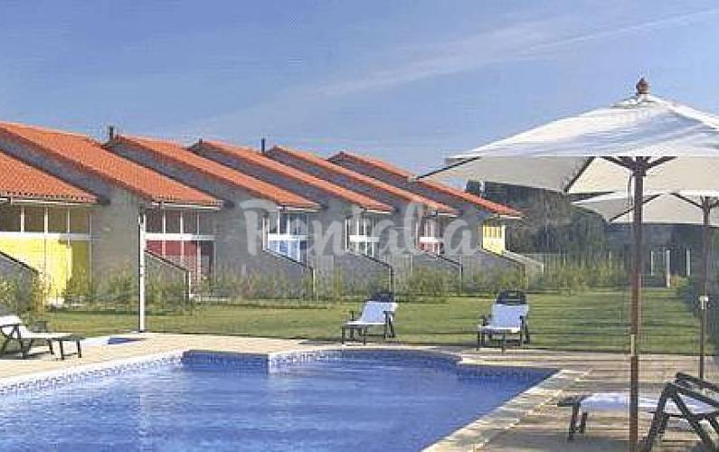 Piscina y jard n a 4 km de la playa llanes asturias for Piscina jardin norte