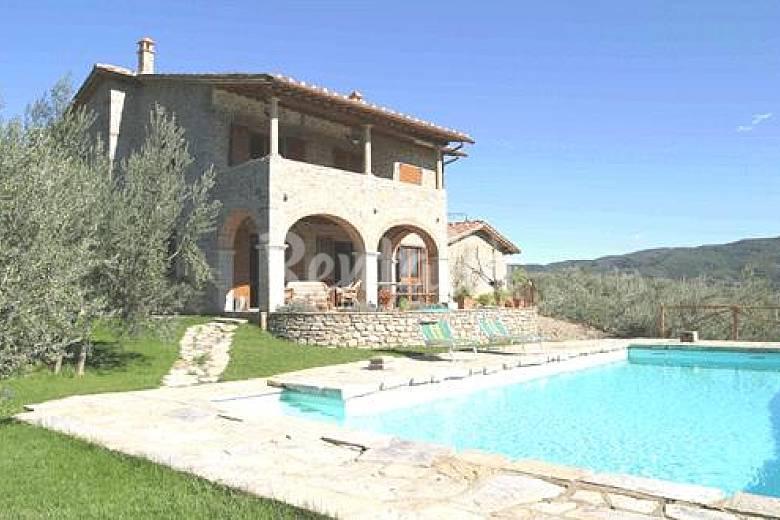 Villa per 8 persone con piscina castiglion fiorentino for Piani casa di campagna con avvolgente portico