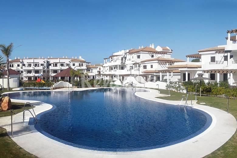 10 apartamentos de 2 habitaciones a 550 m de la playa sancti petri la barrosa chiclana de la - Apartamentos chiclana ...