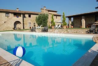Case in affitto per una pasquetta indimenticabile in italia spagna e portogallo idealista news - Casa con piscina interna affitto ...