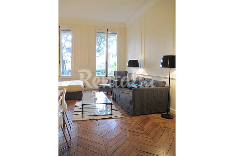 wohnung f r 2 personen in paris paris 8e paris paris. Black Bedroom Furniture Sets. Home Design Ideas