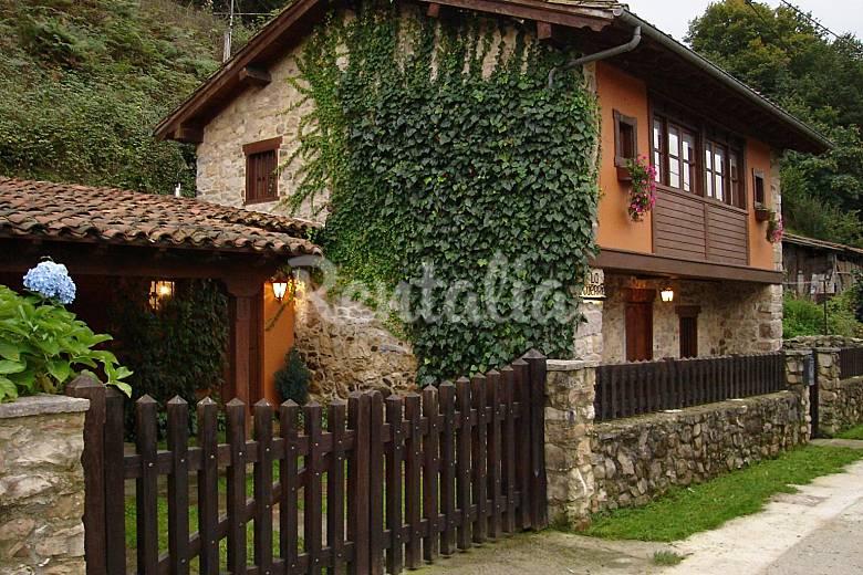 Casa en alquiler con jard n privado villamayor pilo a for Alquiler casa con jardin barcelona