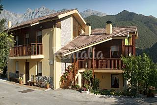 2 Houses for 2-12 people in mountain environment Cantabria