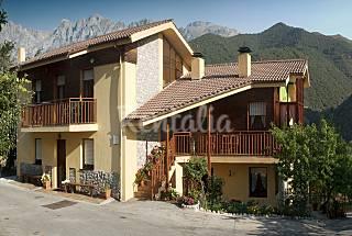 2 Casas para 2-12 personas en entorno de montaña Cantabria