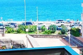 bivani fronte mare vicino taormina Messina