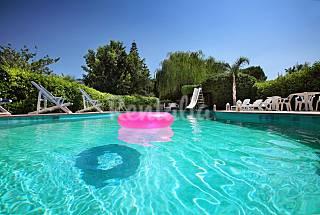 Prenota vacanze in Salento in ville con piscina. Brindisi