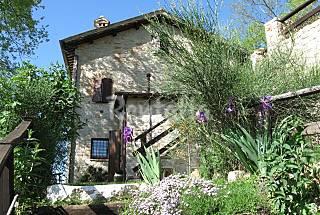 Incatevole appartamento in Villa, in collina. Macerata