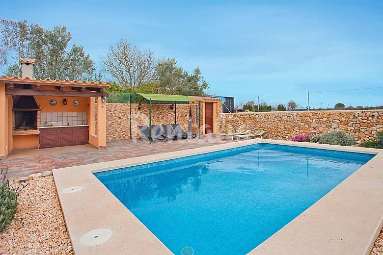 Preciosa casa de campo con piscina privada jornets for Casas con piscina mallorca