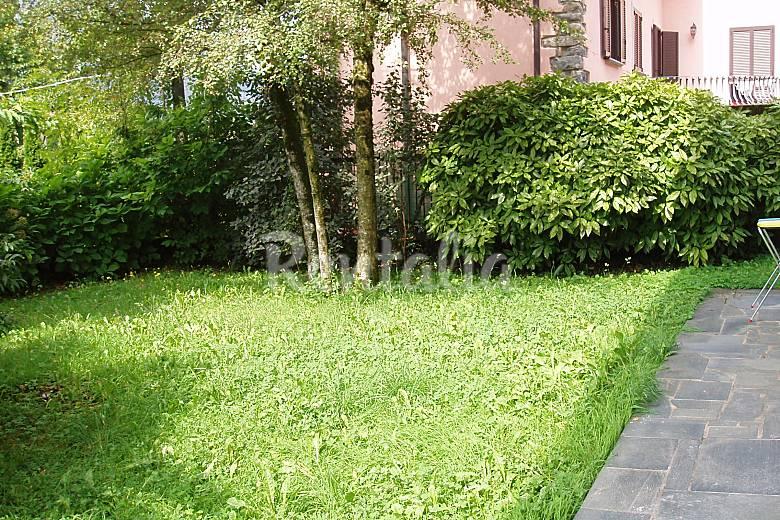 Bilocale con giardino privato barzio lecco alpi italiane for Giardino lecco