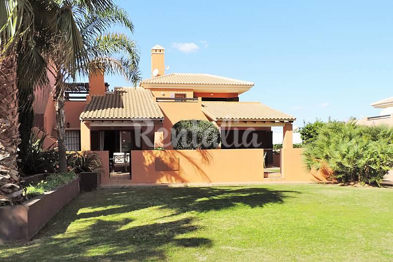Casa con piscina y jard n a 300 m de la playa mar de for Restaurante casa jardin murcia