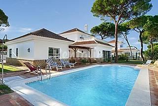 Villa de 5 dormitorios , piscina, cerca playa Huelva