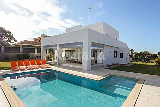 Modern villa with pool, 30 meters from the beach  Cádiz