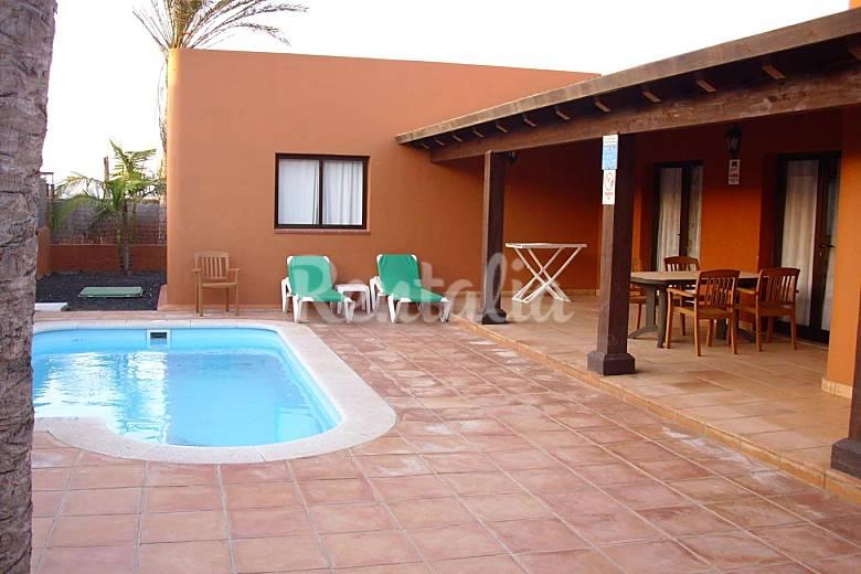 Villa de lujo en corralejo piscina privada corralejo for Villas con piscina privada en fuerteventura