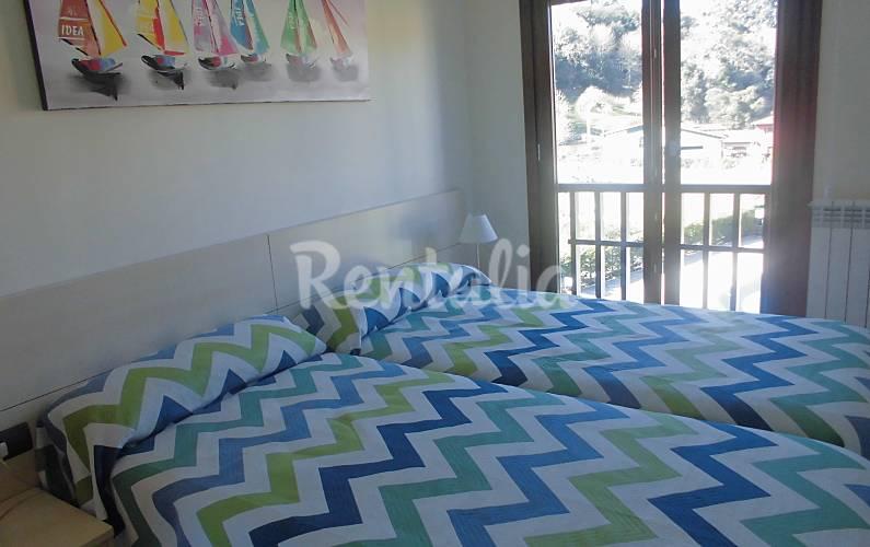 Apartamento de 2 habitaciones a 200 m de la playa barro for Llanes habitaciones
