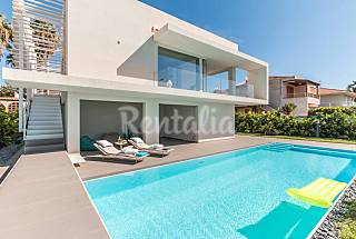 Villa for 4 people on the beach front line Ragusa