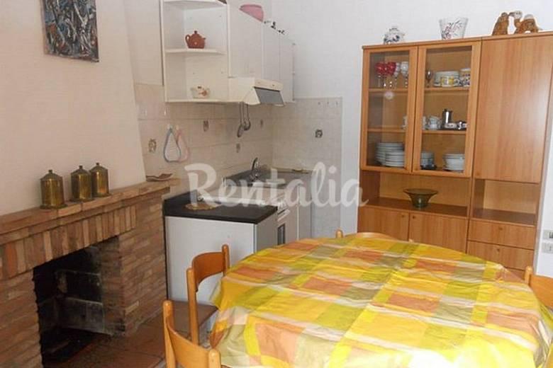 Apartamento para 4 personas a 150 m de la playa numana - Ancona cocinas ...