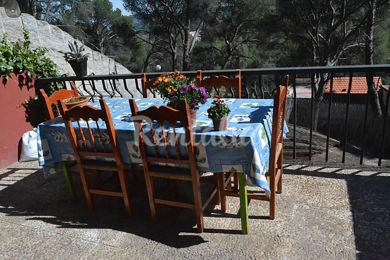 Casa en alquiler con jard n privado costa de madrid san for Casa jardin madrid