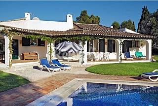 Luxury 4-Bed Villa With spacious gardens and pool Algarve-Faro