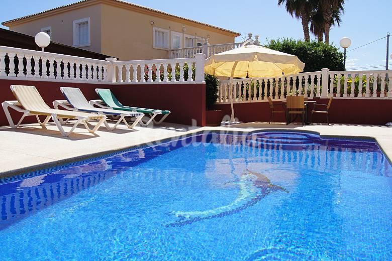 Apartamentos en calpe con piscina y terraza calpe calp for Piscinas calpe