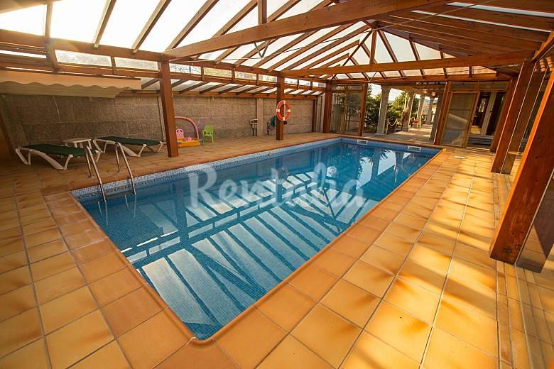 Casa 9 plazas con piscina cubierta casa puntide valga for Casa rural con piscina cubierta