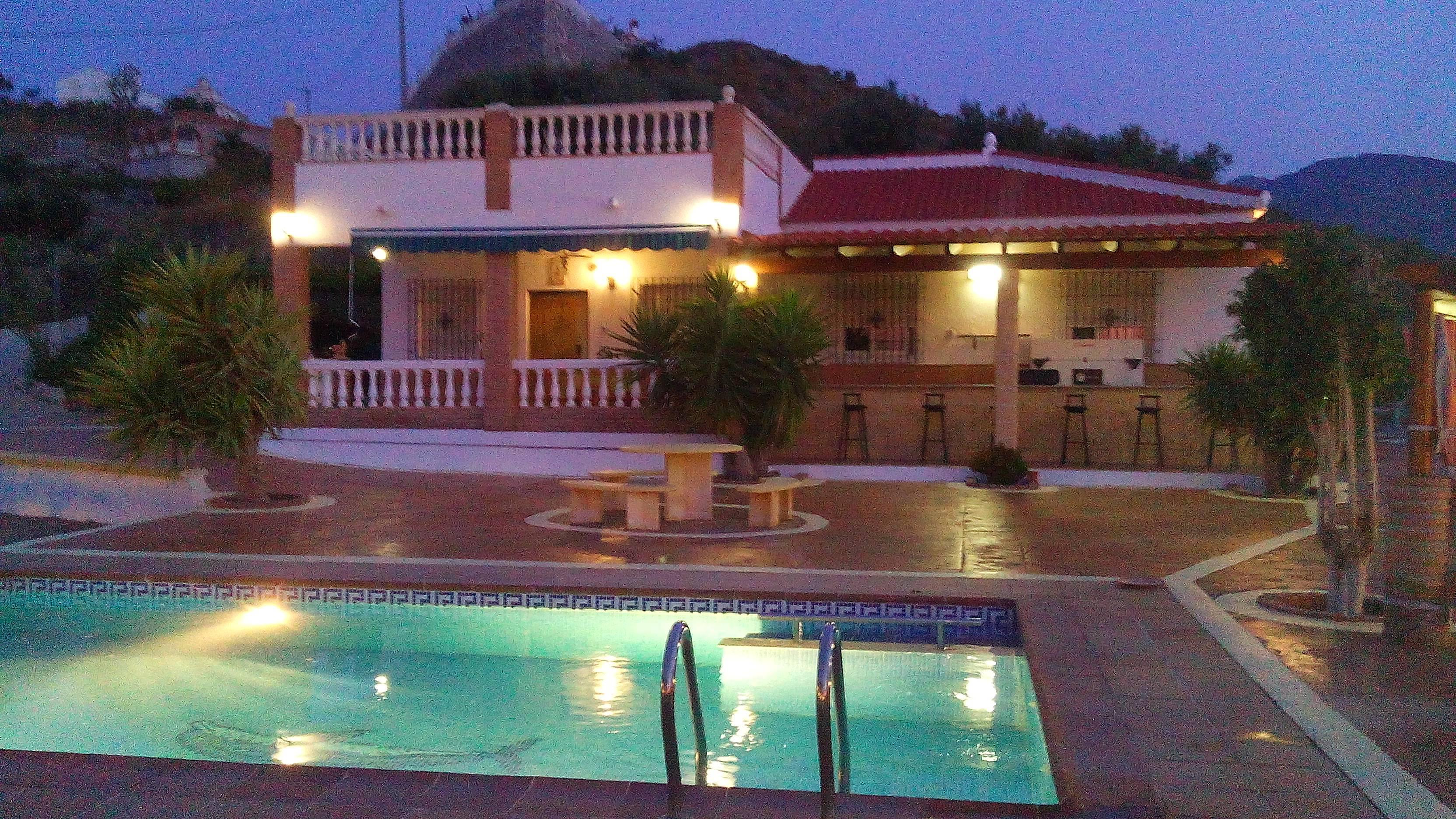 Cortijo con piscina privada vista al mar molv zar for Piscina publica alhendin granada